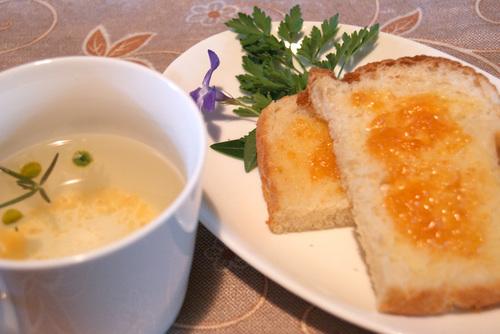 次郎柿ジャムを塗ったパン