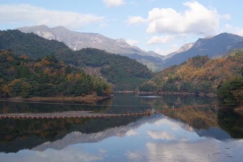 祝子川に映る大崩山