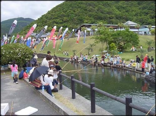 道の駅 北浦 ニジマス釣り大会の様子.jpg